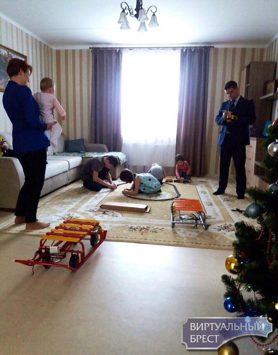 На Дубровке в детском доме семейного типа зажгла огни новогодняя ёлка