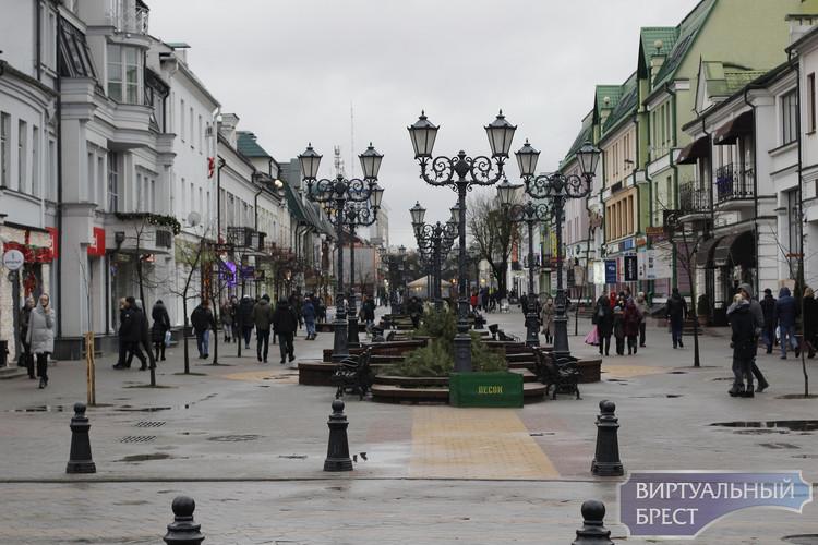 Предновогодний фоторепортаж с дождём и нотками грусти с улиц города Бреста