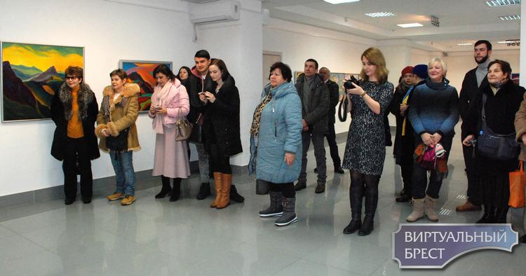 9 января в выставочном зале открылась выставка Владимира Терещука «Дорога к солнцу»