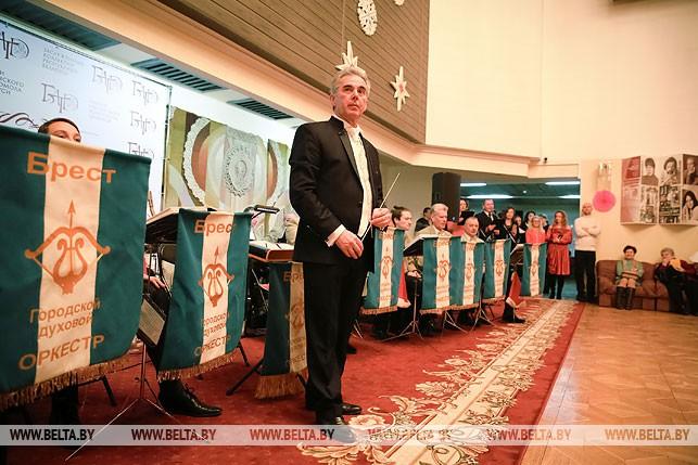 Дирижер Брестского городского духового оркестра Валерий Коваль ожидает гостей.