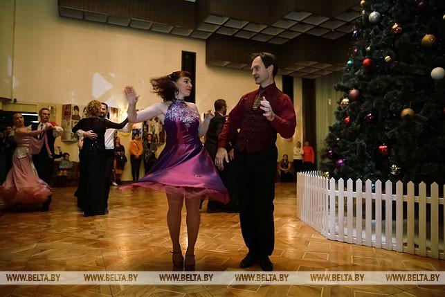 Олег и Татьяна Папазовы во время Рождественоского бала