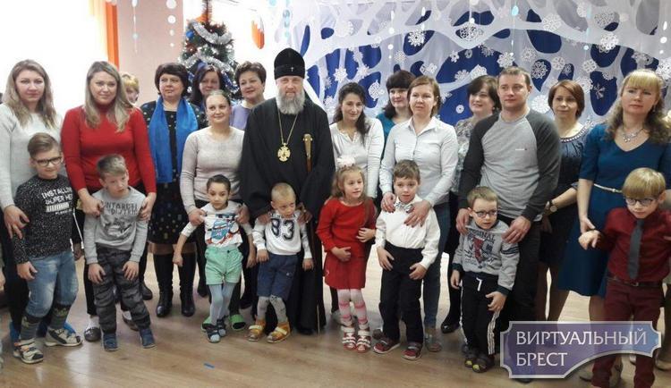 Архиепископ Брестский и Кобринский Иоанн принял участие в «Рождественских встречах» в дошкольном учреждении Ленинского района