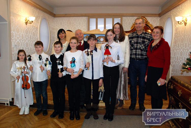 В Бресте открылась традиционная выставка «Свет рождественской звезды»