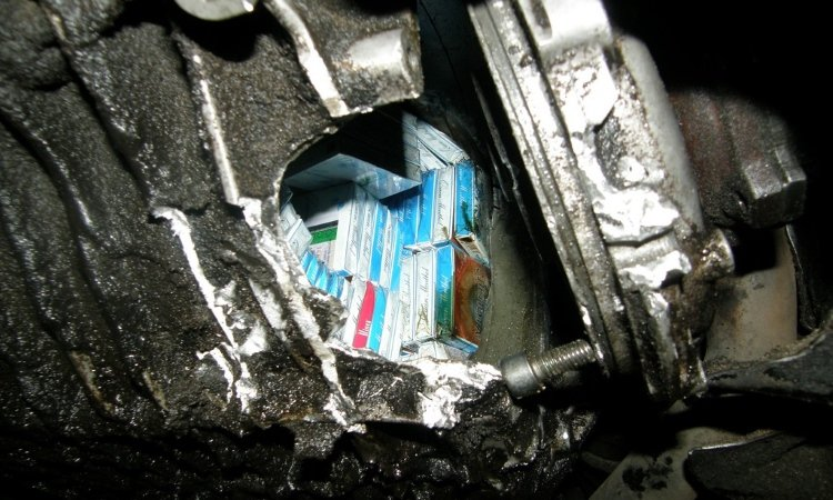 Три брата прятали сигареты в коробке передач автомобиля и так возили их в Польшу