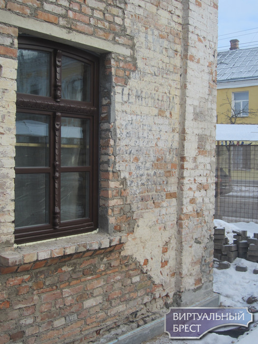 «Piwo, woda sodowa, lemoniada, sklep…», или как в очередной раз вскрылась на стене дома в Бресте живая история польского времени