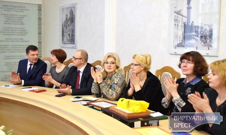 Конкурс «Педагогический Олимп» - креативная (позитивная) традиция Ленинского района