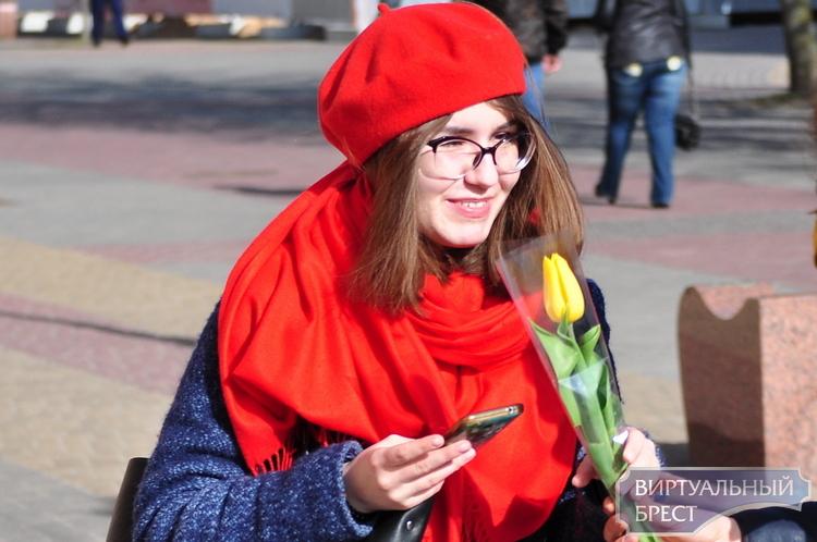 Цветочное изобилие. На Советской 8 марта тюльпаны раздавали бесплатно