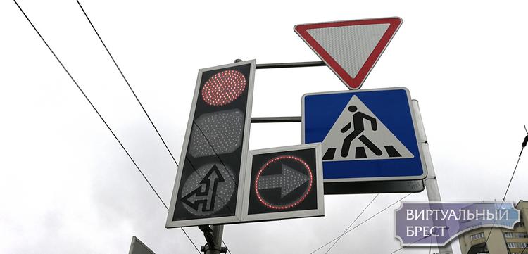 """Проезд с маячками на """"красный"""" для оперативных служб норма?"""