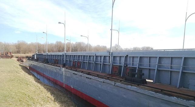 В Пинск доставили наплавной мост