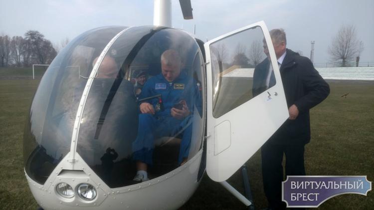 Новицкий прилетел на вертолёте и привёз послание Леонова к 1000-летию Бреста