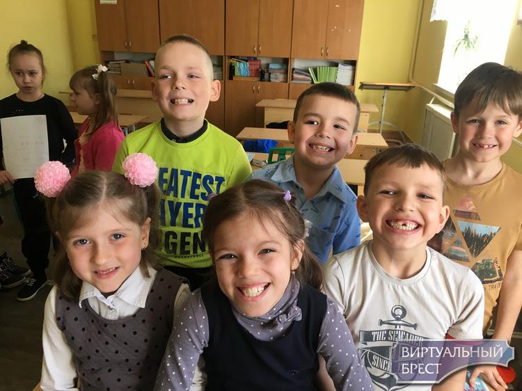 Как в Бресте стоматологи помогали детям учиться правильно чистить зубы