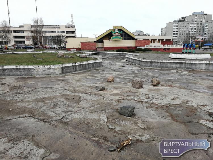 Демонтируют старый детский городок на Гаврилова. Уже есть задумки, что будет вместо него