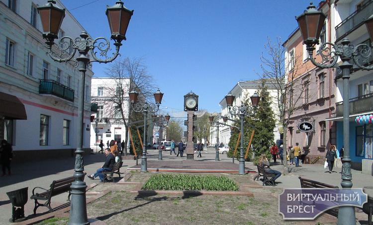 Летняя площадка опять будет на ул. Советской... Прямо под городскими часами