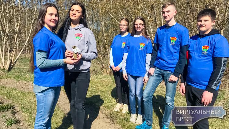 Мемориал «Дубинники» посетил актив Московского РК ОО «БРСМ»