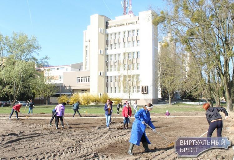 Субботник провели в Московском районе г. Бреста