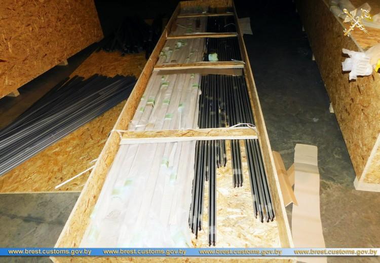 """В ПТО """"Козловичи"""" обнаружено свыше 1300 незадекларированных деталей для окон"""