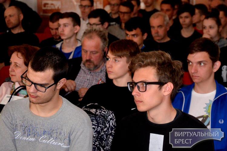 В Бресте проходит областной конкурс знатоков радиоэлектроники