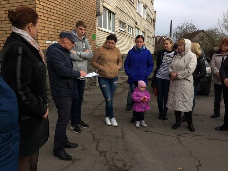 """На ул. Скрипникова жильцы опять жалуются на """"ржавую"""" воду из крана"""