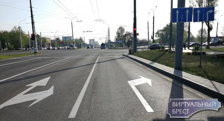 Начали возвращать вторые полосы для поворота направо? Или просто разгильдяйство?