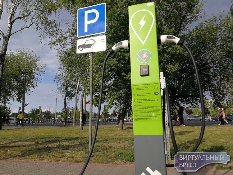 На парковке у Брестской крепости появилась электрозаправка