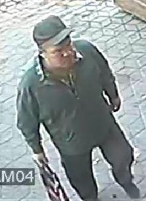 """Мужчина забрал чужой телефон у бара """"Дюнер"""", его ищет милиция"""