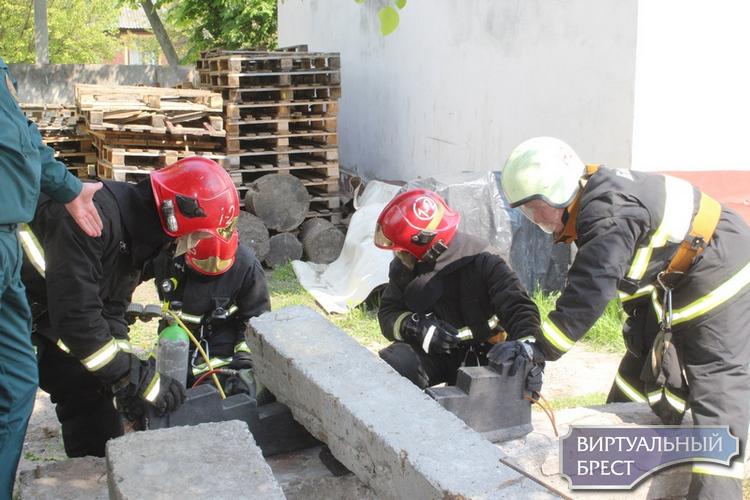 Огнеборцы  Брестского ГОЧС посоревновались в силе и выносливости