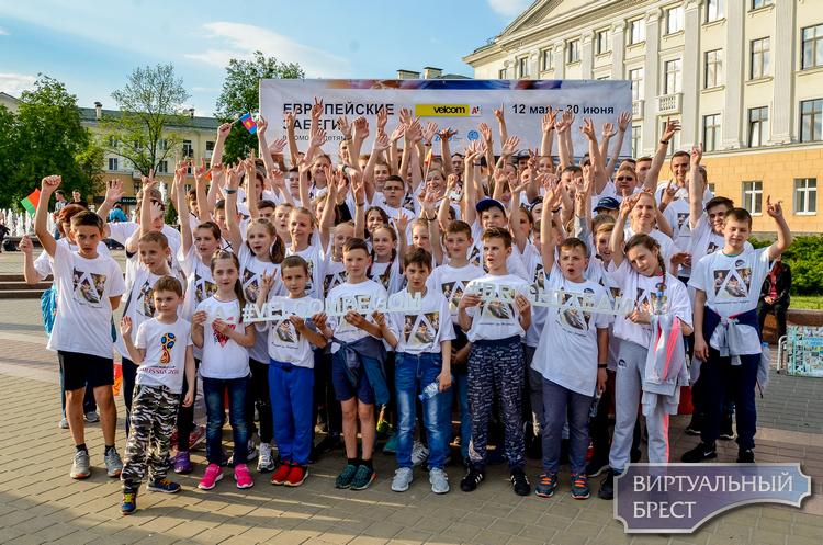 «Европейские забеги» #velcombegom стартовали в Бресте с эстафетой «Пламя мира»