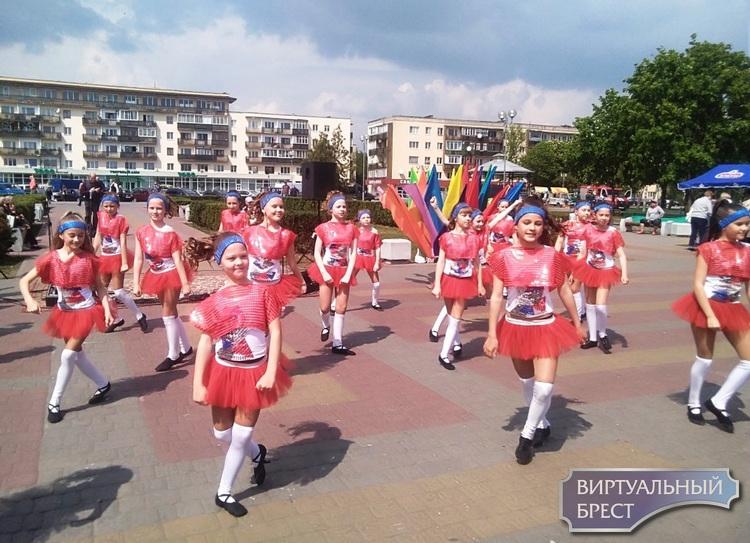 «Семейный причал» собрал детские таланты в Бресте на Набережной Франциска Скорины