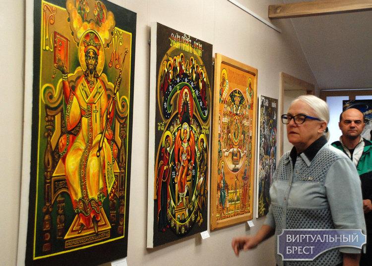 Открылась персональная выставка Людмилы Карповны Шлег «Светоносная сень»