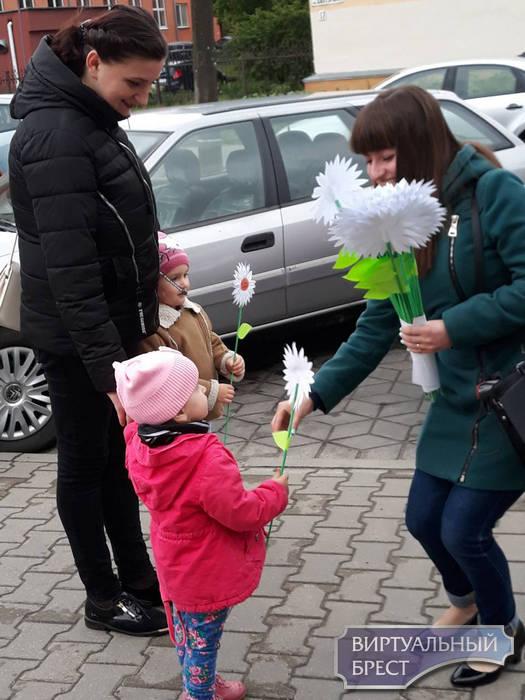 В Бресте провели акцию «Совет да любовь» к Международному дню семьи