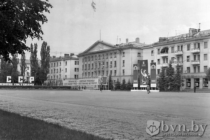 Помните ли вы трилинку на площади имени Ленина в Бресте?