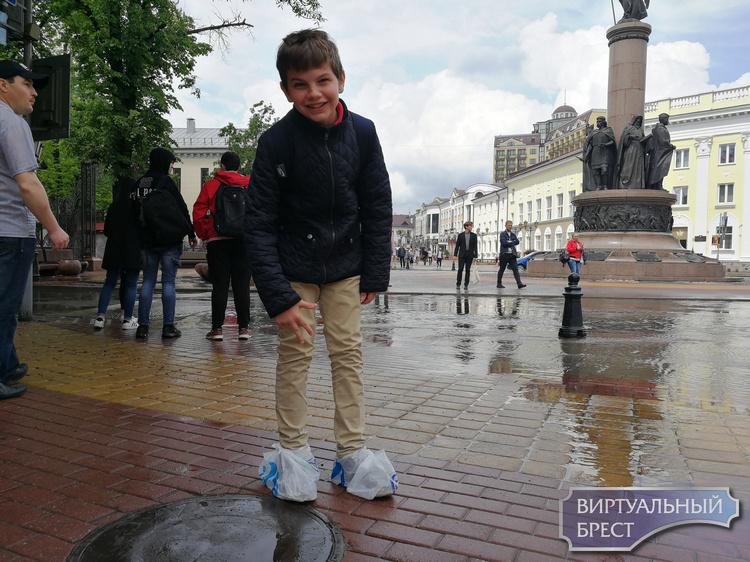 Сильный ливень обрушился на Брест - смотрите эпические кадры с улиц города