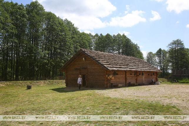 В глубь веков на машине времени: в Беловежской пуще открылся археологический музей
