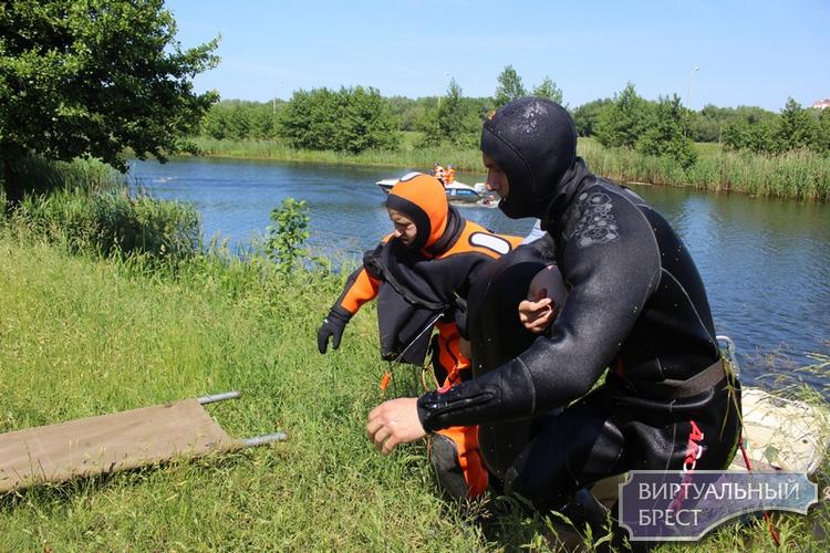 Тактико-специальные учения по спасению людей на акватории реки  Мухавец