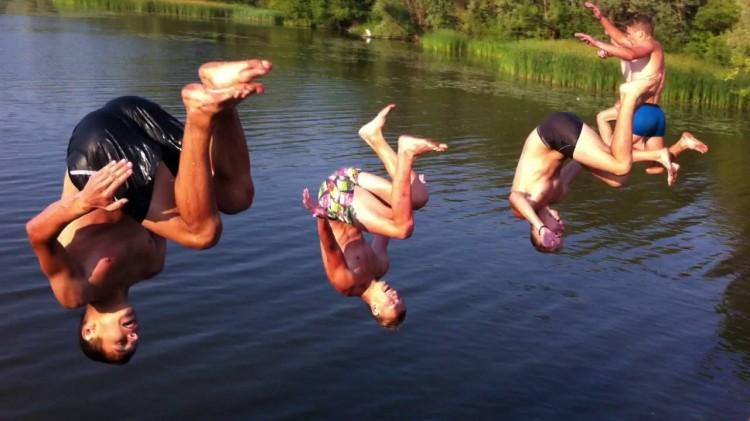 На актуальную тему: с моста и в реку – опасно прыгать человеку!