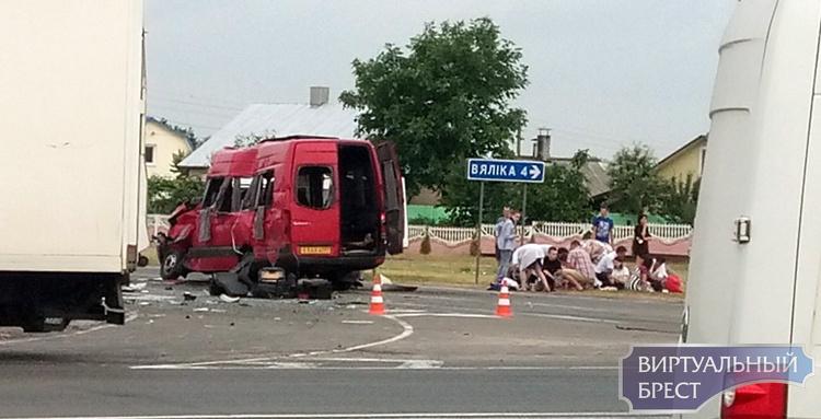 Жуткое ДТП в Видомле - у фуры отказали тормоза, и она протаранила маршрутку с людьми