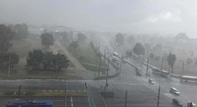 Пылевая буря накрыла Брест - досталось Вульке (а дождя-то и нет)