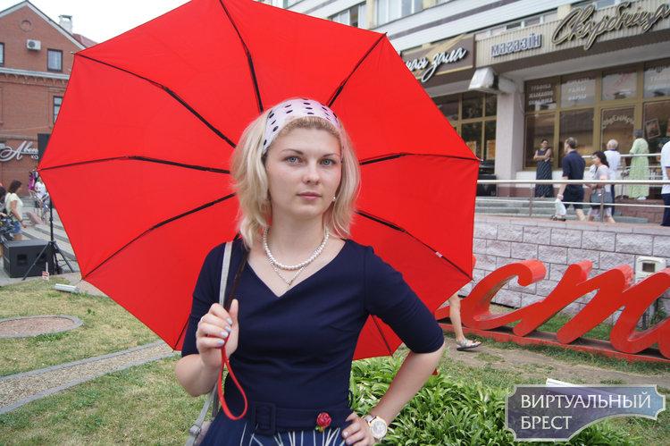 Марш реконструкторов состоялся в Бресте. Смотрите, что сейчас происходит на Советской