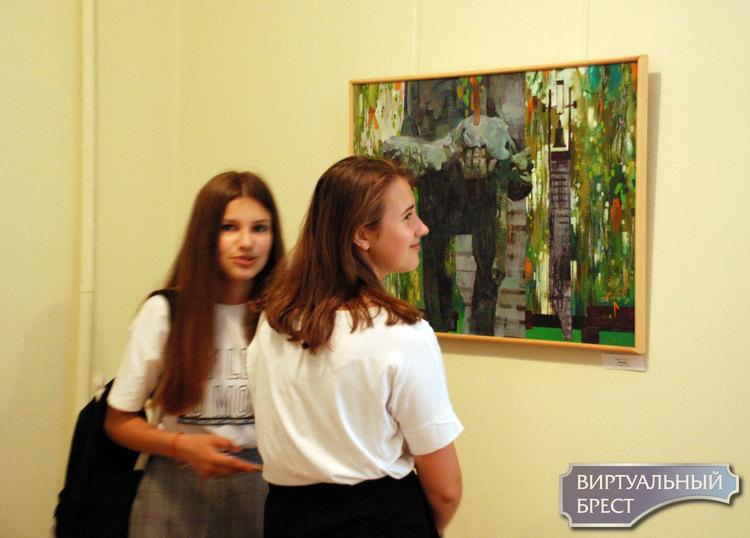 Открылась выставка Марины Анохиной «Через тернии к звездам» ко Дню памяти и скорби