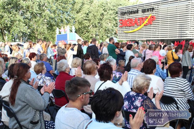 """Праздник """"Красуй, мая зямля!"""" провели 3 июля у ТЦ """"Экватор"""" в Бресте"""