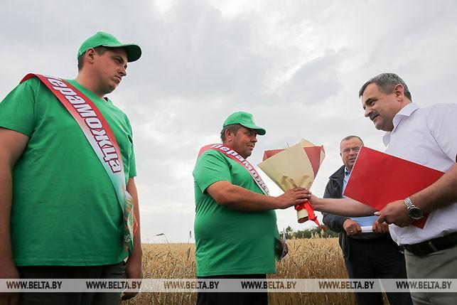 Первый экипаж-тысячник появился на жатве в Брестской области