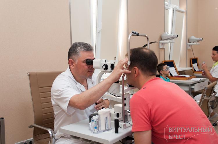 Виртуальная экскурсия в операционную: как в Бресте проводят лазерные коррекции зрения