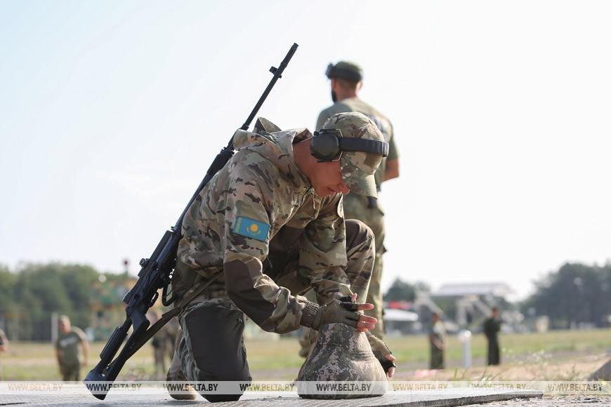 """Белорусские военнослужащие победили в биатлоне конкурса """"Снайперский рубеж"""""""