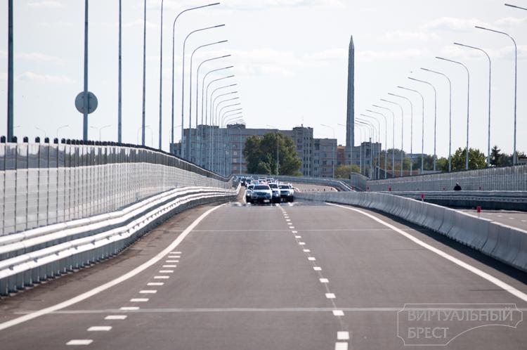 Вторые после президента: колонна из 80-и авто окончательно открыла Западный обход