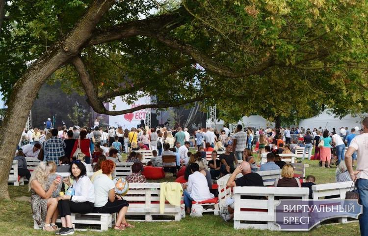 На набережной Франциска Скорины состоялся семейный фестиваль «Любовь есть»