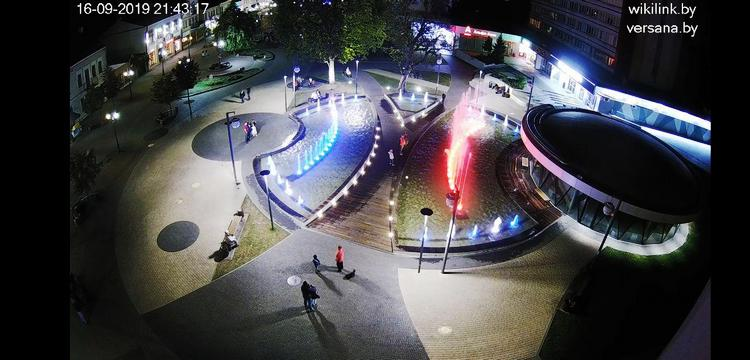 Фонтан на Советской, ЦУМ, McDonald's и другие: брестчане могут наблюдать за городом on-line