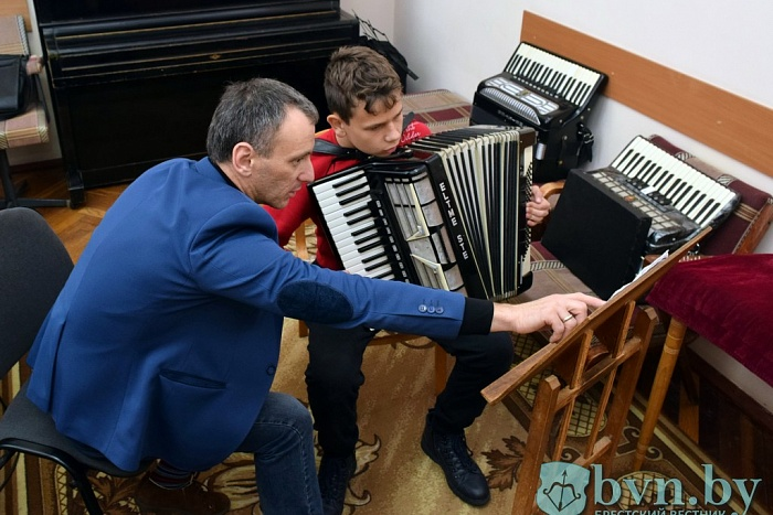 Первой музшколе Бреста — 80 лет. О ее истории рассказывает директор Александр Солонинко