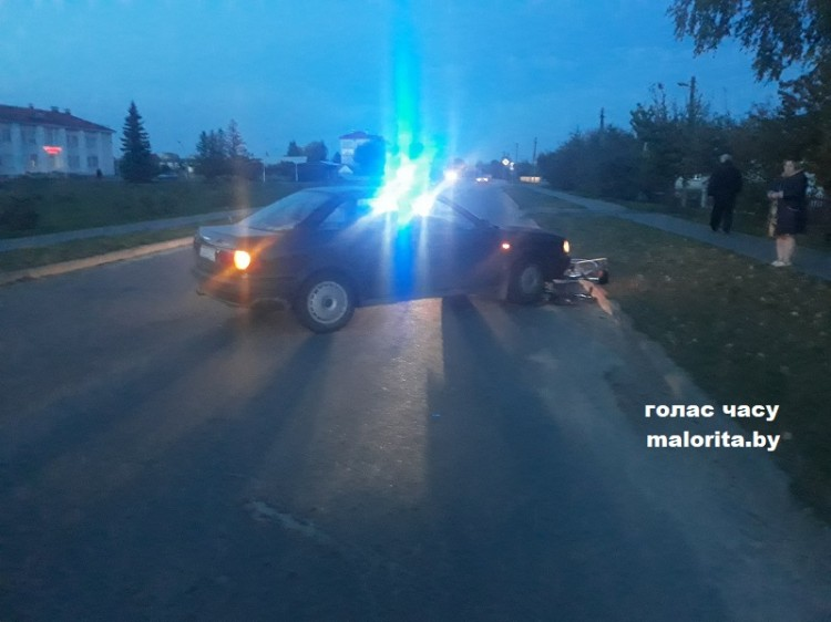 В Малорите автомобиль сбил велосипедистку. Женщина в больнице