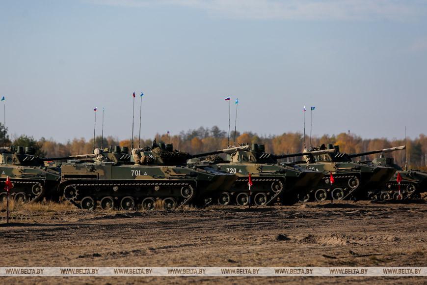 Около 900 белорусских и российских десантников принимают участие в учении под Брестом