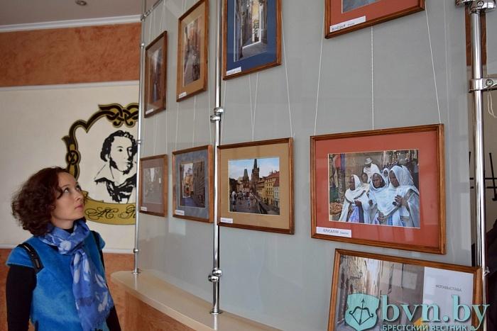 «Архітэктура і прысутнасць». Фотовыставку Алеся Поплавского открыли в Бресте